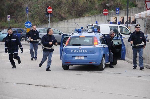 Ndrangheta in manette 18 persone per guerra tra cosche for Polizia di stato napoli permesso di soggiorno