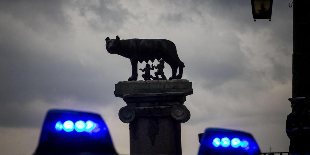 La statua della Lupa al Campidoglio di Roma, 4 dicembre 2014. ANSA/MASSIMO PERCOSSI