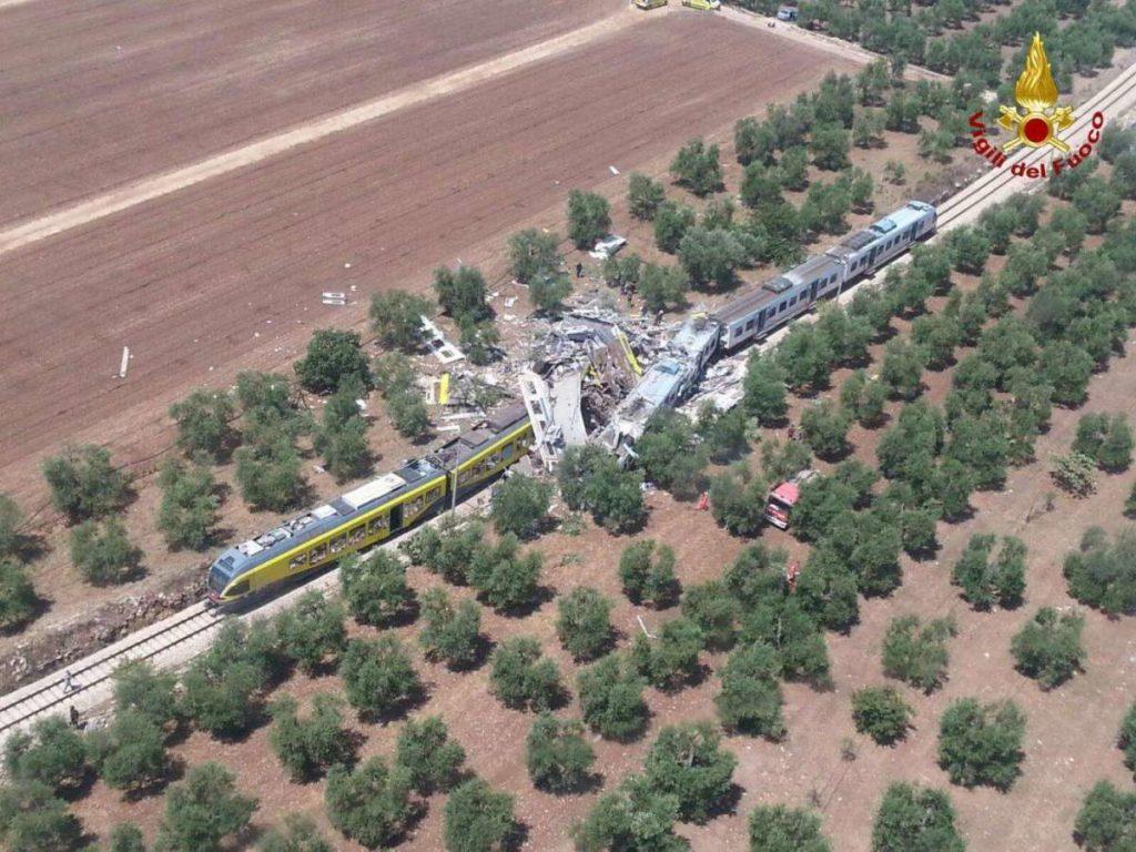 scontro-frontale-di-due-treni-in-puglia